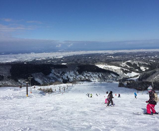 牛岳温泉スキー場の雪景色