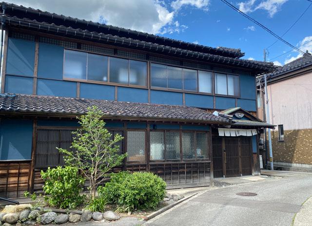 富山県南砺市井波のベッドアンドクラフトのKIN-NAKA(キンナカ)外観