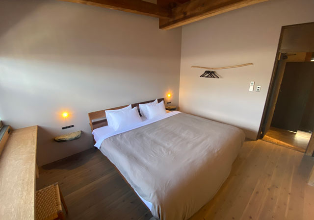 富山県南砺市井波のベッドアンドクラフトRoKu(ロク)の1階寝室