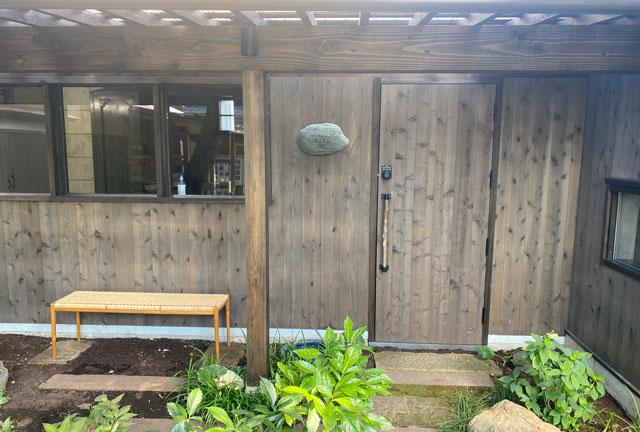 富山県南砺市井波のベッドアンドクラフトRoKu(ロク)の入口