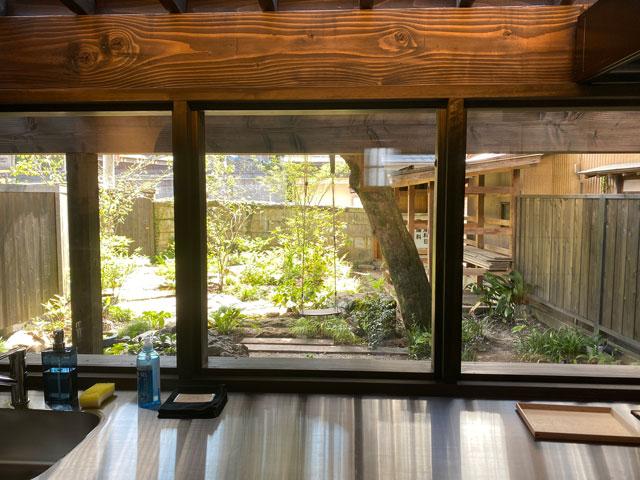 富山県南砺市井波のベッドアンドクラフトRoKu(ロク)のキッチン