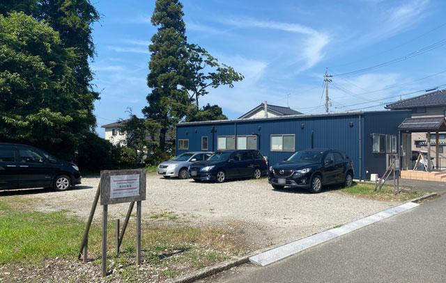 富山市のママスキーハウスの駐車場