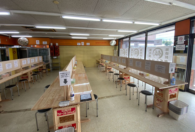 富山市旧大沢野の無添加無化調のラーメン屋「煮干しそば 銀」の店内の様子