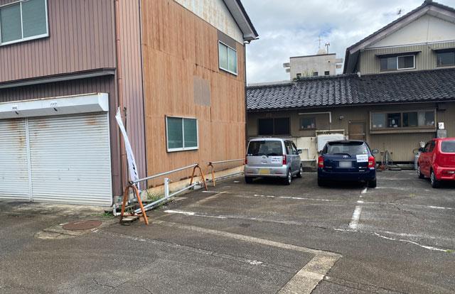 富山市旧大沢野の無添加無化調のラーメン屋「煮干しそば 銀」の駐車場