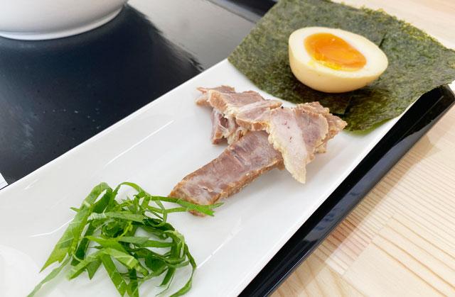 富山市旧大沢野の無添加無化調のラーメン屋「煮干しそば 銀」のトッピング