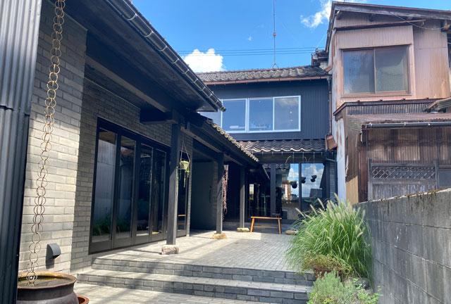 富山県南砺市井波のベッドアンドクラフトのカフェ「nomi(ノミ)」