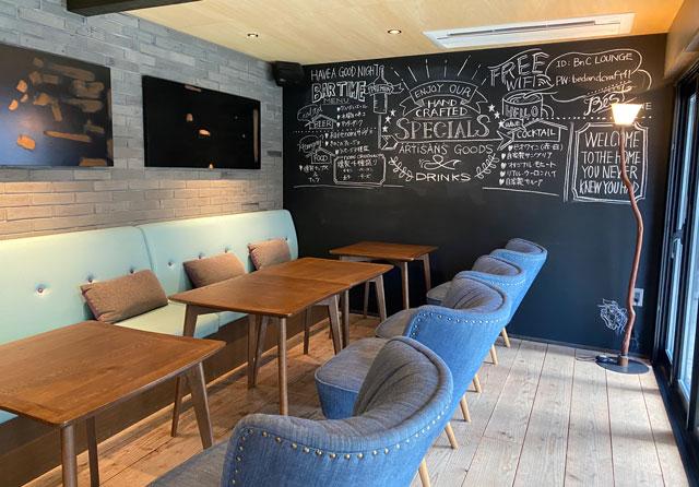 富山県南砺市井波のベッドアンドクラフトのカフェ「nomi(ノミ)」の内装