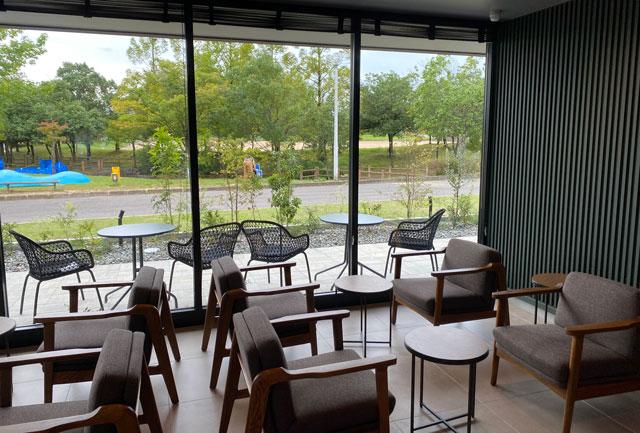 スターバックスコーヒー射水歌の森運動公園店の店内の座席