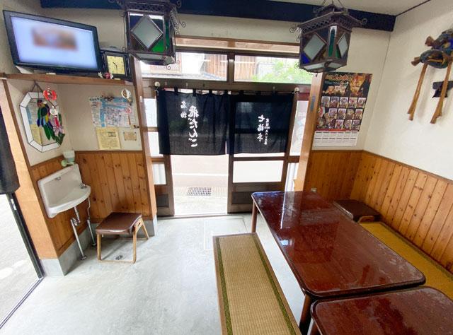 富山市岩瀬の裏名物「飛びだんご」の七福亭の店内2