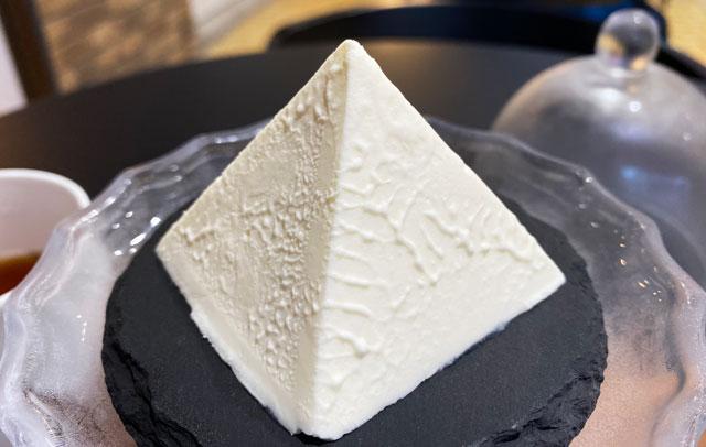 富山県黒部市宇奈月温泉街で人気の「アルペンチーズケーキ」の幻のアルペンチーズケーキセット(アップ)