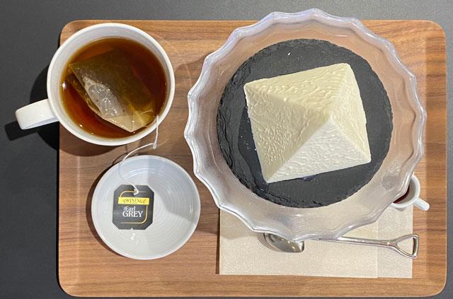 富山県黒部市宇奈月温泉街で人気の「アルペンチーズケーキ」の幻のアルペンチーズケーキセット(上から)