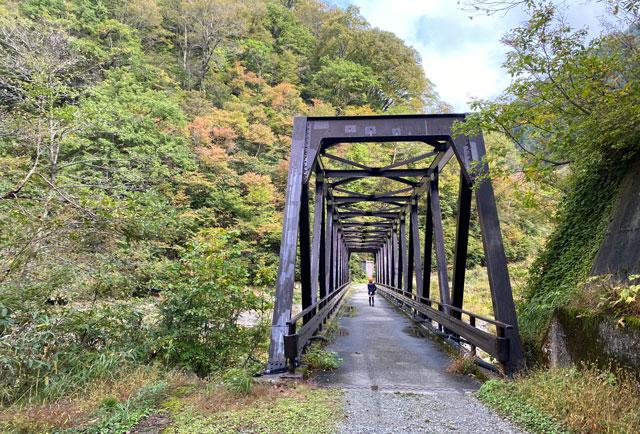 黒部峡谷鉄道 欅平の祖母谷温泉への最後の橋