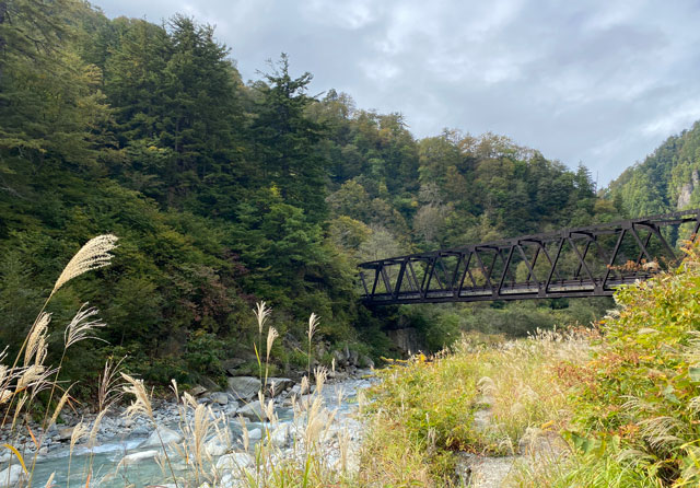 黒部峡谷鉄道 欅平の祖母谷地獄から見る雰囲気のある橋