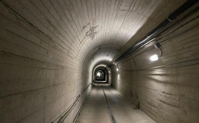 黒部峡谷鉄道 欅平駅から祖母谷温泉へ向かう道にある全長300mのトンネル