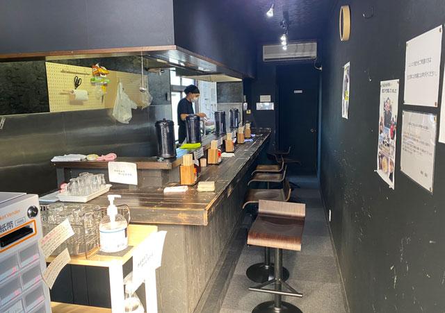 富山市五福のラーメン屋「麺処 福助」の店内の様子