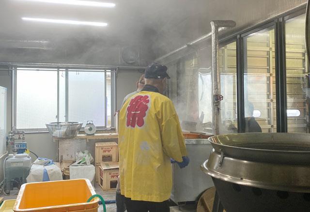 富山県射水市の観光施設「新湊カニ小屋」の茹でがま