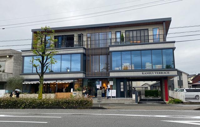 富山市環水公園のそば「環水テラス」の外観