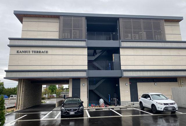 富山市環水公園のそば「環水テラス」裏の駐車場
