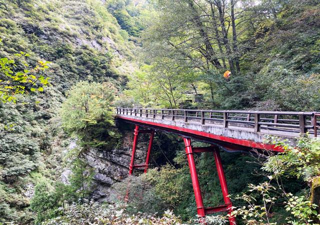 黒部峡谷鉄道 欅平駅から少し歩いた場所にある名剣橋