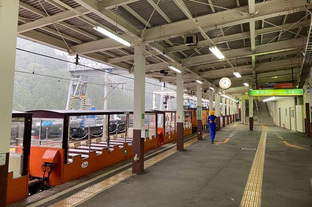 黒部峡谷トロッコ電車の宇奈月駅ホーム