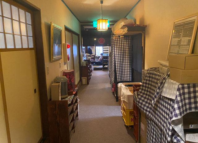 富山県氷見市の人気店「居酒屋 まる甚」の廊下