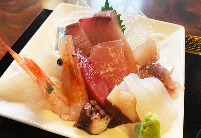 富山県氷見市の人気店「居酒屋 まる甚」の刺身定食