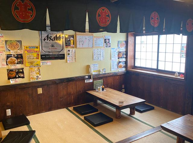 富山県氷見市の人気店「居酒屋 まる甚」の小上がり席