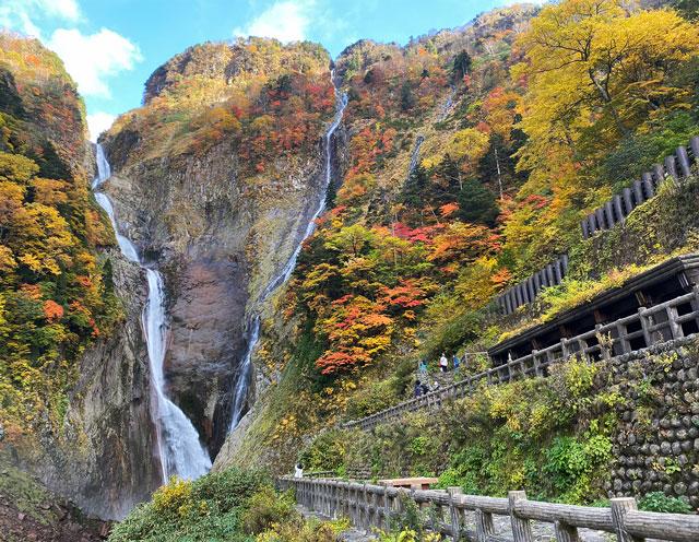 富山県立山町の観光スポット称名滝の滝見台園地