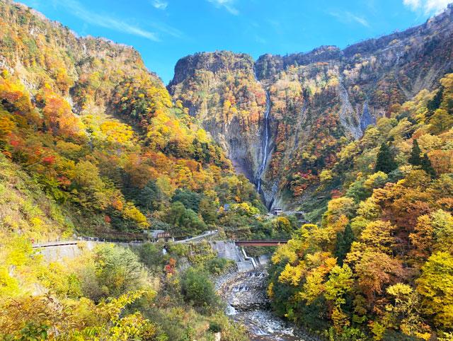 富山県立山町の観光スポット称名滝のハンノキ滝