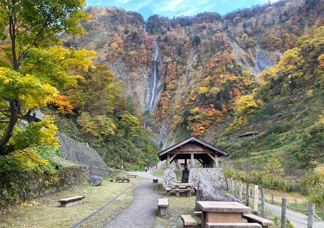 富山県立山町の観光スポット称名滝の路傍園地
