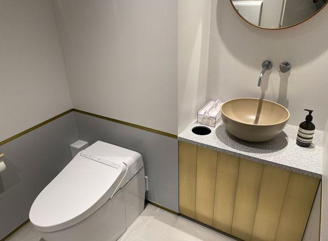 富山市環水公園のそば「環水テラス」のティースタンド「点点茶」のトイレ