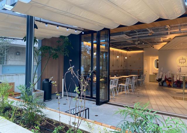 富山市環水公園のそば「環水テラス」の開放的な店内