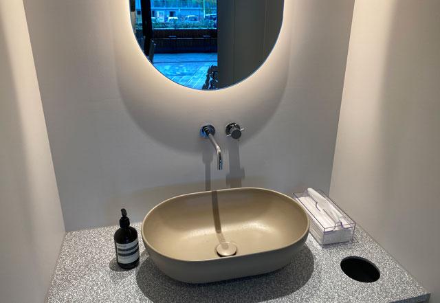 富山市環水公園のそば「環水テラス」のティースタンド「点点茶」の洗面所