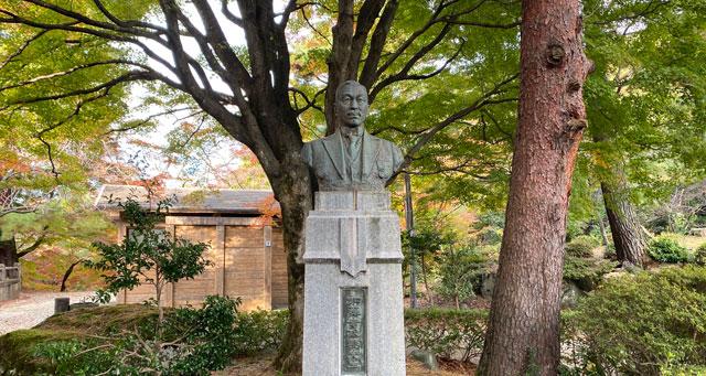 富山市旧大沢野の新緑と紅葉の名所「寺家公園」の加藤幸次郎胸像