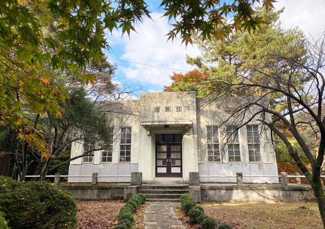 富山市旧大沢野の新緑と紅葉の名所「寺家公園」の対猿閣