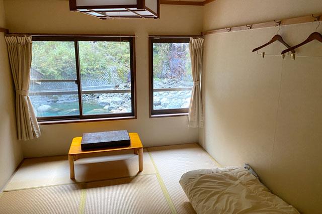 富山県黒部市宇奈月町の秘湯黒薙温泉の宿泊室
