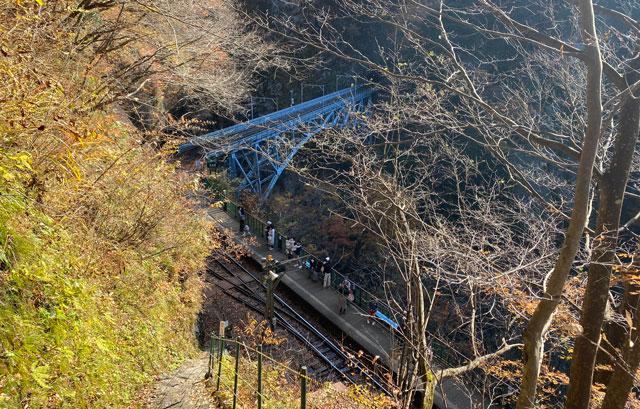 富山県黒部市宇奈月町の秘湯黒薙温泉への道のり(階段を登った景色)