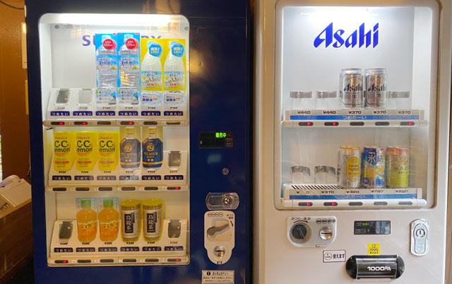 富山県黒部市宇奈月町の秘湯黒薙温泉のビールとジュースの自動販売機