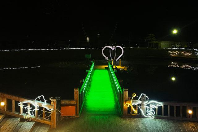 クロスランドおやべのイルミネーション「小矢部イルミ2020」の恋人の聖地「ハートアイランド」への橋