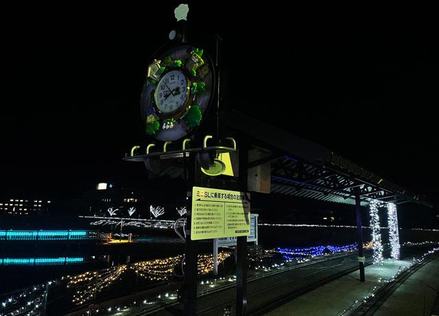 クロスランドおやべのイルミネーション「小矢部イルミ」のライトアップされたミニSL