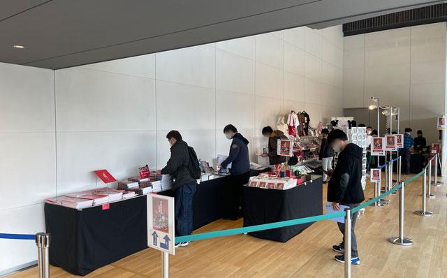 富山県美術館で開催される「富野由悠季の世界」のグッズ販売コーナー