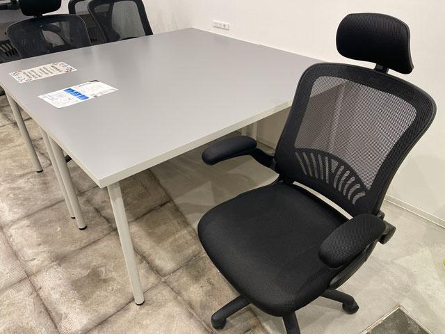 富山市中央通りのコワーキングスペース&シェアオフィス「ハッチ HTACH」の椅子