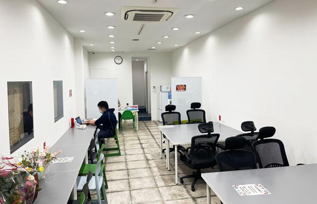 富山市中央通りのコワーキングスペース&シェアオフィス「ハッチ HTACH」の施設内の様子