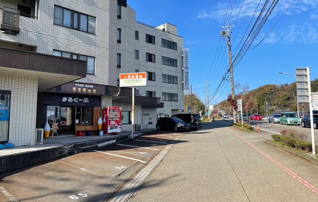 富山市五福のハンバーガーやソフトクリーム、クレープの店「まるくーぷ」の店舗外観2