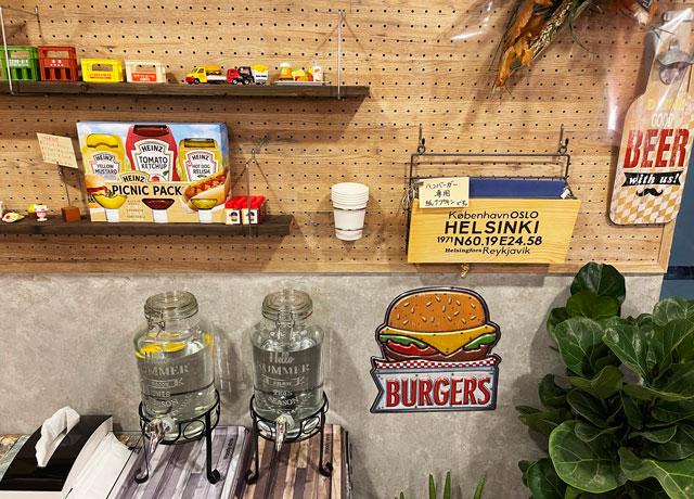 富山市五福のハンバーガーやソフトクリーム、クレープの店「まるくーぷ」のセルフ水とエプロン