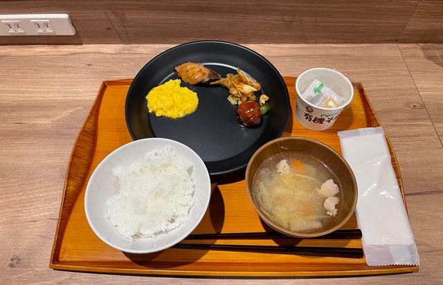 富山県富山市小杉、JR小杉駅徒歩1分のビジネスホテル「スーパーホテル」の健康朝食バイキング