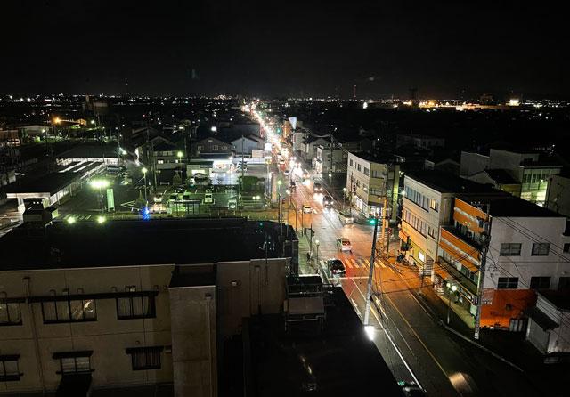 富山県富山市小杉、JR小杉駅徒歩1分のビジネスホテル「スーパーホテル」の夜景
