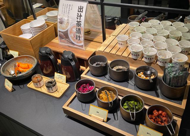 富山県富山市小杉、JR小杉駅徒歩1分のビジネスホテル「スーパーホテル」の健康朝食バイキングのお茶漬け