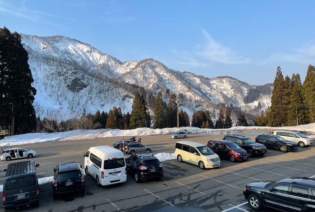 富山県南砺市五箇山の「たいらスキー場」の第1駐車場