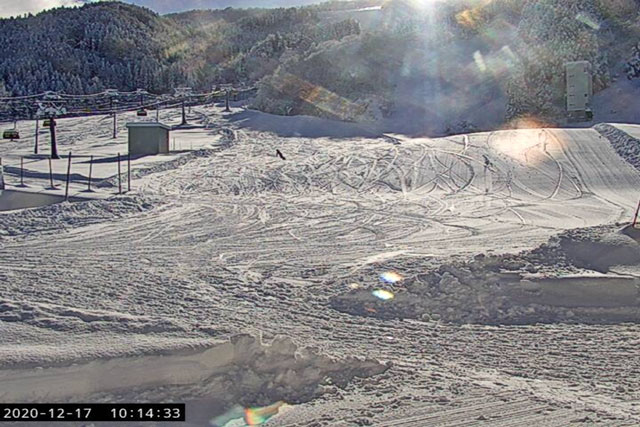 立山山麓スキー場(らいちょうバレーエリア・極楽坂エリア)のライブカメラ(極楽坂センター前)
